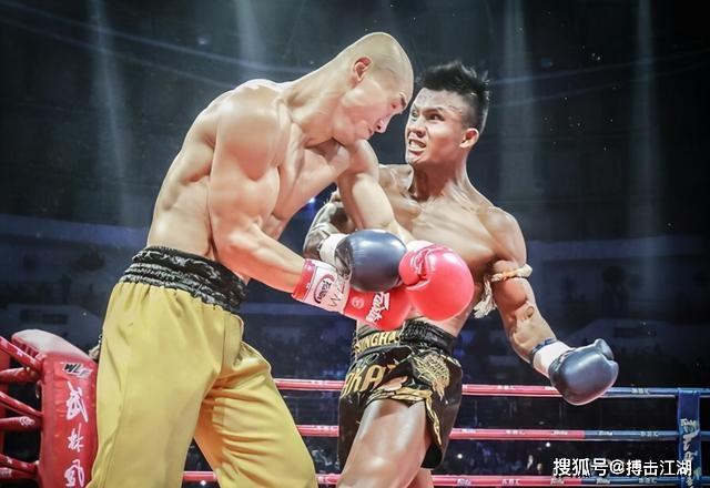 """Nốc rượu say khướt, """"Đệ nhất Thiếu Lâm"""" bất ngờ mỉa mai rồi thách đấu """"Thánh Muay Thái"""" - Ảnh 2."""
