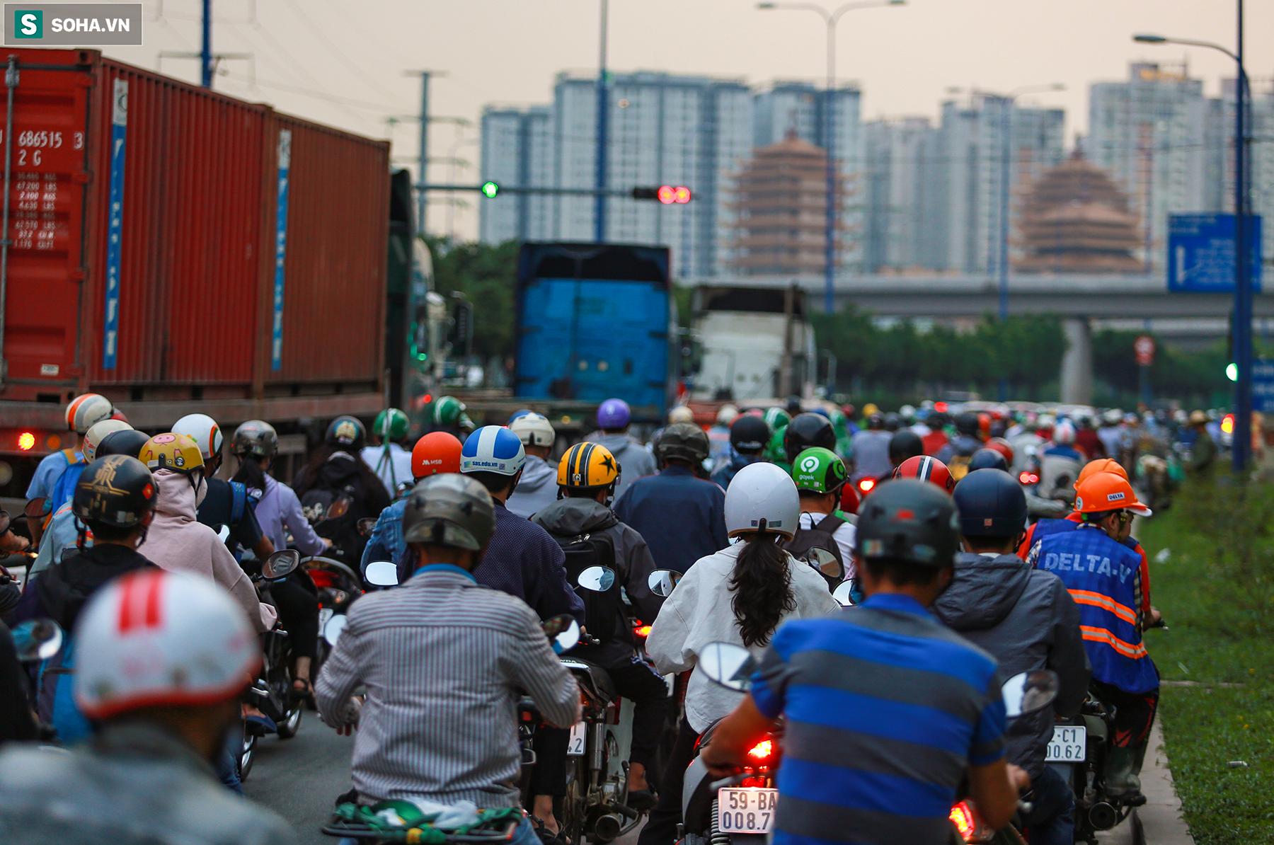 Cao ốc, chung cư vây chặt metro số 1, giao thông khu Đông TP.HCM bắt đầu ngạt thở - Ảnh 15.