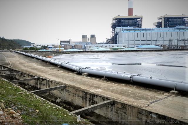 Lợi dụng mưa lũ, Nhà máy nhiệt điện Vũng Áng 1 bơm nước tro xỉ ra môi trường - Ảnh 2.