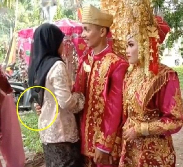 Chú rể thản nhiên ôm người yêu cũ ngay trong đám cưới, cô dâu tức tái mặt - Ảnh 1.