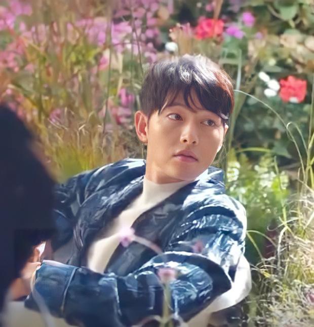 Dân tình đang phát cuồng vì visual của Song Joong Ki sau khi bị chê tơi bời: Trời ơi, nam thần năm xưa đã trở lại rồi! - Ảnh 1.