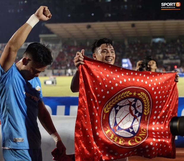 Quế Ngọc Hải bật khóc, Tiến Dũng ăn mừng đầy cảm xúc khi giúp CLB Viettel vô địch V.League 2020 - Ảnh 1.