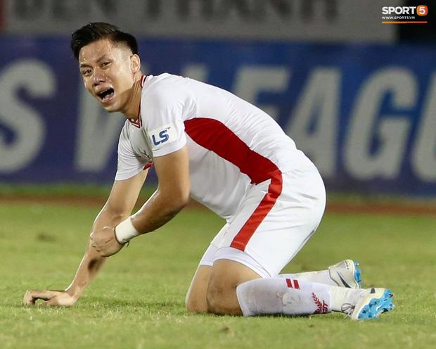 Quế Ngọc Hải bật khóc, Tiến Dũng ăn mừng đầy cảm xúc khi giúp CLB Viettel vô địch V.League 2020 - Ảnh 3.