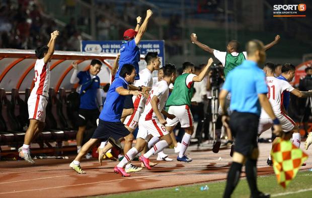 Quế Ngọc Hải bật khóc, Tiến Dũng ăn mừng đầy cảm xúc khi giúp CLB Viettel vô địch V.League 2020 - Ảnh 6.