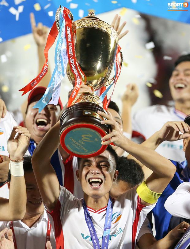 Bùi Tiến Dũng bất ngờ mang nhẫn kim cương cầu hôn Khánh Linh ngay sau khi vô địch V.League - Ảnh 8.