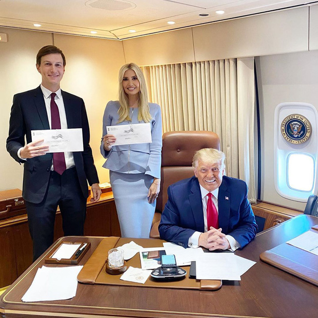 Động thái khó hiểu của nữ thần Ivanka Trump khi đối thủ của cha giành chiến thắng, trở thành chủ nhân mới của Nhà Trắng - Ảnh 1.