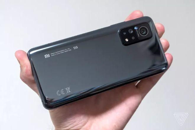 Top 3 điện thoại 5G đời mới đang có giá tốt, chiếc rẻ nhất giảm tới 3,5 triệu đồng - Ảnh 1.