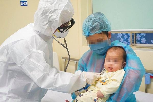 Bé 14 tháng mắc Covid-19 từ thầy giáo tiếng Anh: BS Bệnh viện Nhi đồng đưa ra danh sách 10 tác nhân đáng sợ - Ảnh 1.