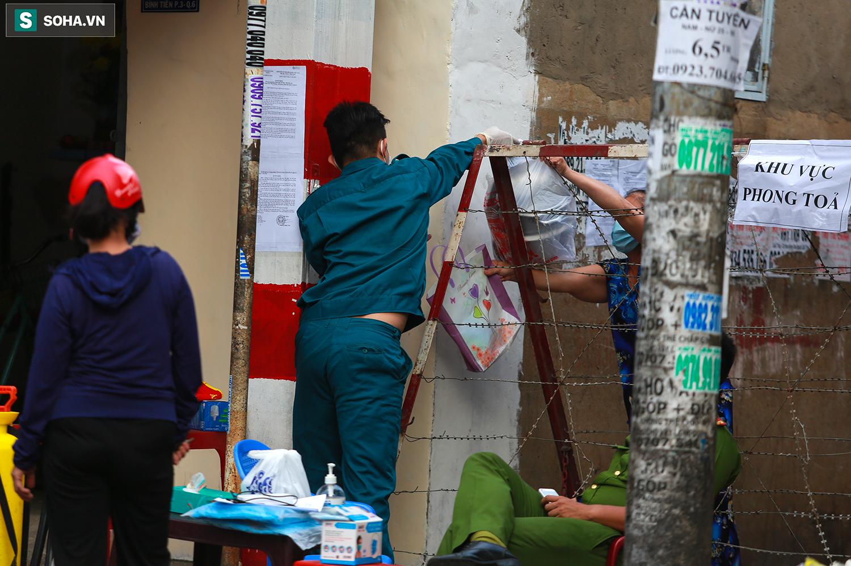 TP.HCM cách ly 52 hộ dân, lấy mẫu 197 người sống gần nhà bệnh nhân 1347 - Ảnh 9.