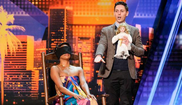 Màn trình diễn ảo thuật chiếc ghế siêu nhiên và con búp bê cũ khiến khán giả toát mồ hôi lạnh - Ảnh 1.