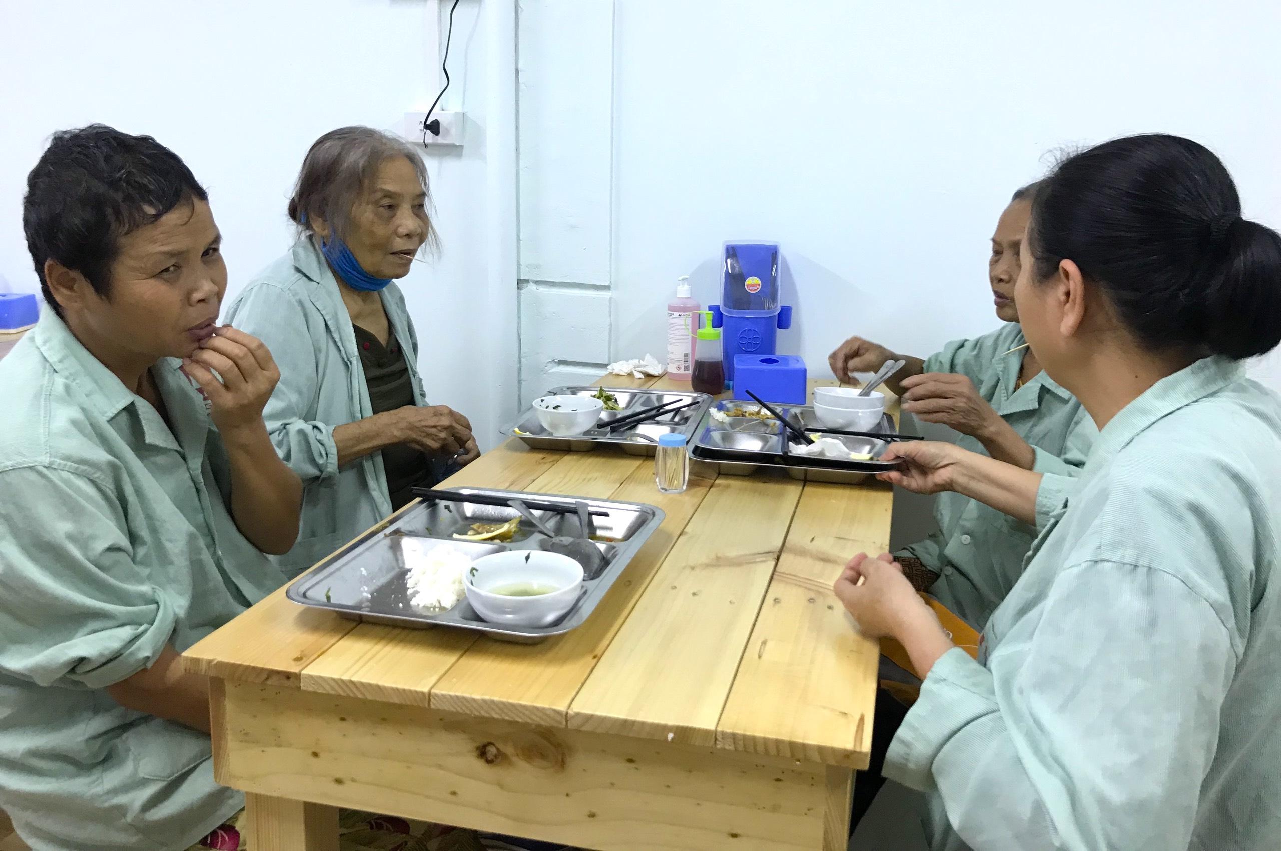 Quán cơm 2000 đồng đầu tiên ở Nghệ An: Ai không có tiền vẫn mời họ vào ăn - Ảnh 7.