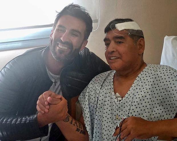 Y tá của Maradona: Ông ấy bị ngã đập đầu trước khi qua đời, nhưng họ đã làm ngơ - Ảnh 1.