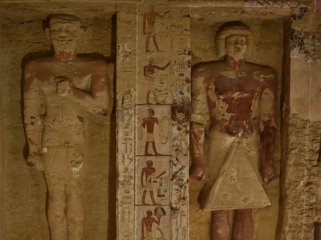 Khai quật lăng mộ 2500 năm tuổi, tìm thấy hàng loạt lời nguyền xác ướp Ai Cập khắc trên tường - Ảnh 3.