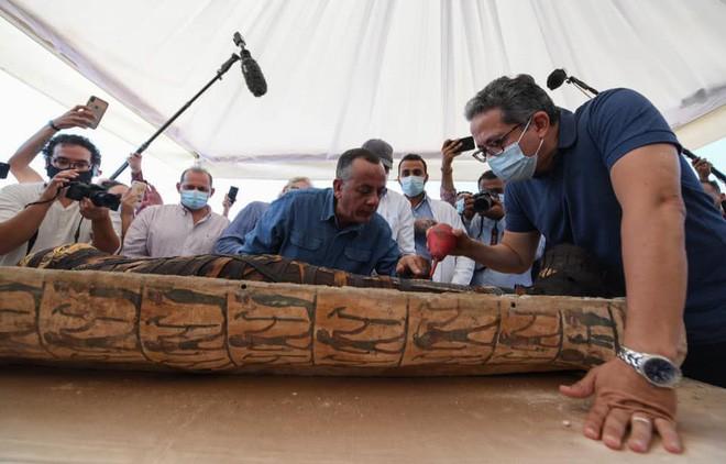 Khai quật lăng mộ 2500 năm tuổi, tìm thấy hàng loạt lời nguyền xác ướp Ai Cập khắc trên tường - Ảnh 5.