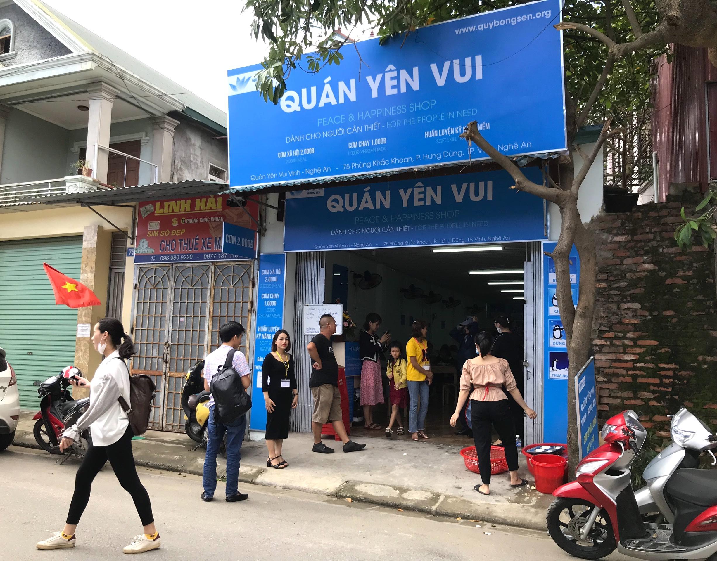 Quán cơm 2000 đồng đầu tiên ở Nghệ An: Ai không có tiền vẫn mời họ vào ăn - Ảnh 19.