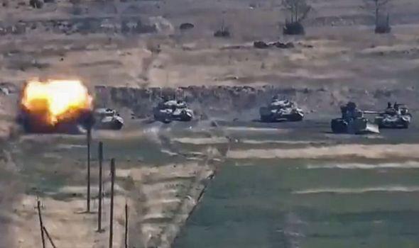 Putin bậc thầy và vô đối: Lính Nga và vũ khí tối tân như từ dưới đất chui lên ở Artsakh - Ảnh 4.