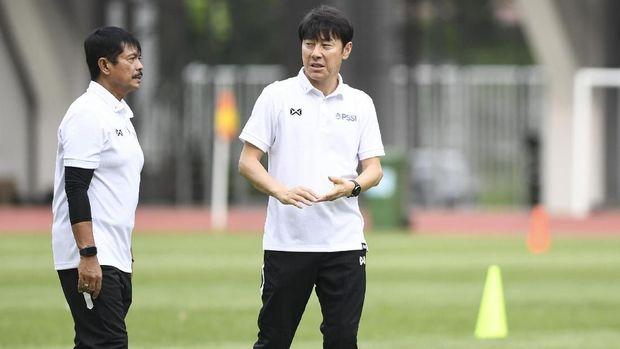 Địch thủ của thầy Park cãi nhau nảy lửa với LĐBĐ Indonesia, tức giận bỏ về Hàn Quốc - Ảnh 1.