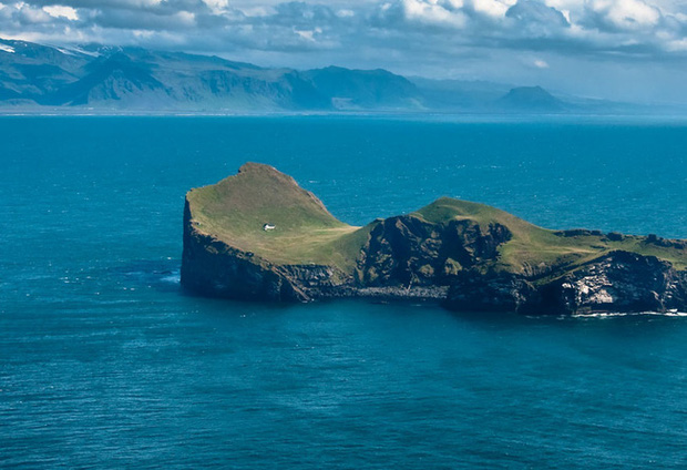 Sự thật về ngôi nhà cô độc bí ẩn nhất thế giới, nằm trơ trọi giữa hòn đảo hoang đẹp như tiên cảnh, khác xa với đồn đoán của dân mạng - Ảnh 2.