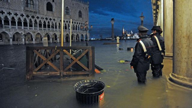 Thành phố Venice lại thất thủ trước triều cường vì... dự báo sai - Ảnh 14.