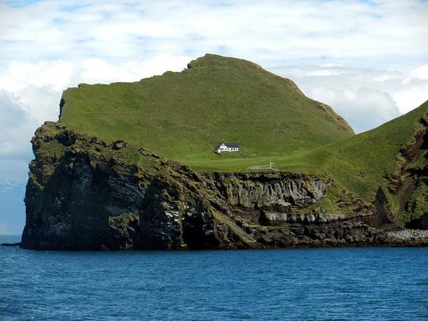 Sự thật về ngôi nhà cô độc bí ẩn nhất thế giới, nằm trơ trọi giữa hòn đảo hoang đẹp như tiên cảnh, khác xa với đồn đoán của dân mạng - Ảnh 3.