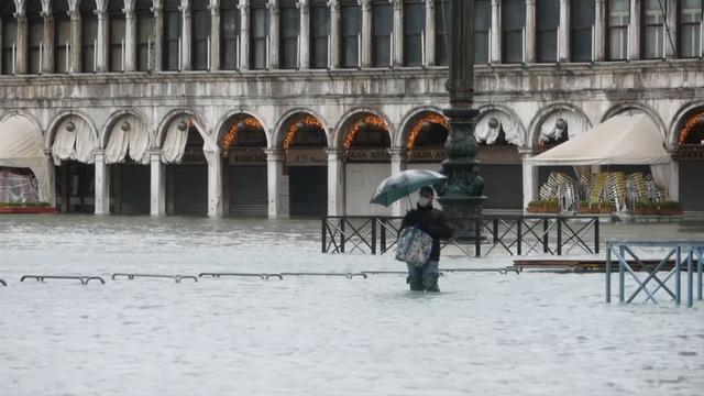 Thành phố Venice lại thất thủ trước triều cường vì... dự báo sai - Ảnh 4.