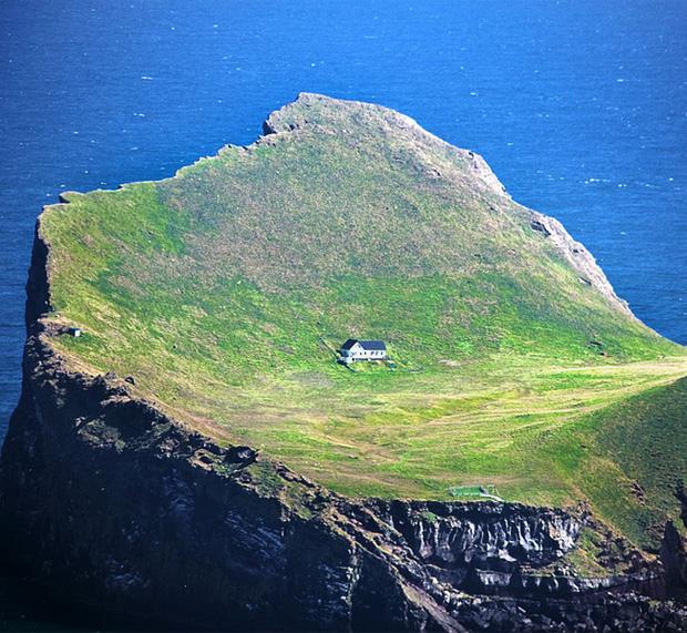 Sự thật về ngôi nhà cô độc bí ẩn nhất thế giới, nằm trơ trọi giữa hòn đảo hoang đẹp như tiên cảnh, khác xa với đồn đoán của dân mạng - Ảnh 4.