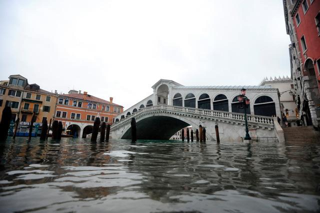 Thành phố Venice lại thất thủ trước triều cường vì... dự báo sai - Ảnh 6.