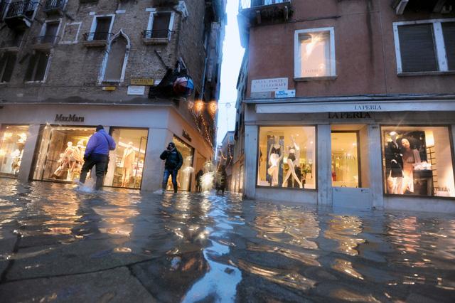Thành phố Venice lại thất thủ trước triều cường vì... dự báo sai - Ảnh 7.