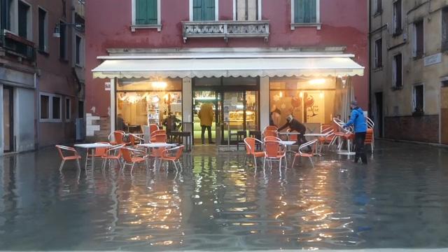 Thành phố Venice lại thất thủ trước triều cường vì... dự báo sai - Ảnh 9.