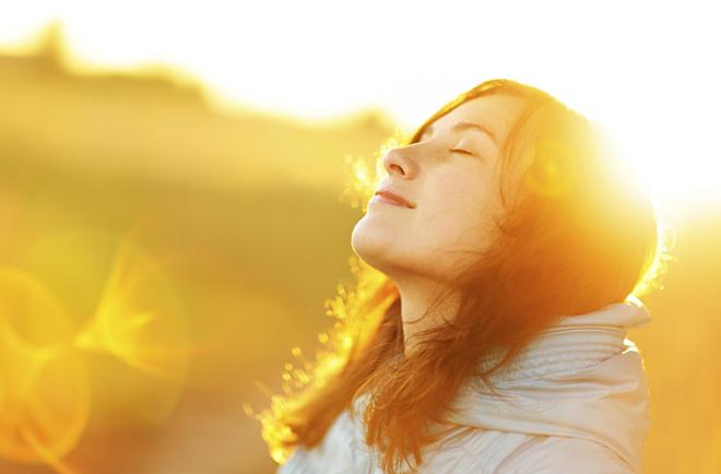 Sức khỏe sa sút mạnh sau tuổi 40, ai kiên trì làm được 4 việc nhỏ này có thể sống lâu hơn - Ảnh 1.