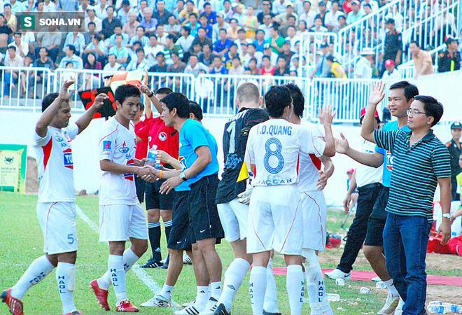 Đằng sau câu hờn mát của bầu Đức, là tham vọng dùng Kiatisuk nâng tầm bóng đá Việt Nam - Ảnh 2.