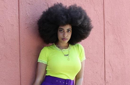 Cô gái Mỹ phá kỷ lục Guiness với mái tóc xoăn tự nhiên lớn nhất thế giới - Ảnh 1.