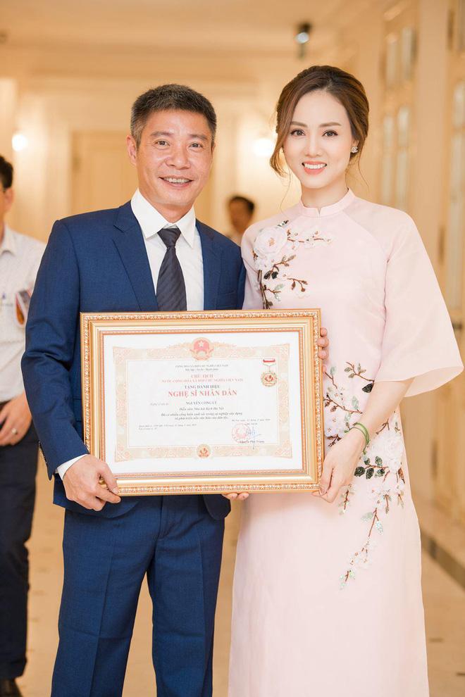 NSND Công Lý và bạn gái kém 15 tuổi xác nhận cưới vào ngày 2/1 - Ảnh 1.