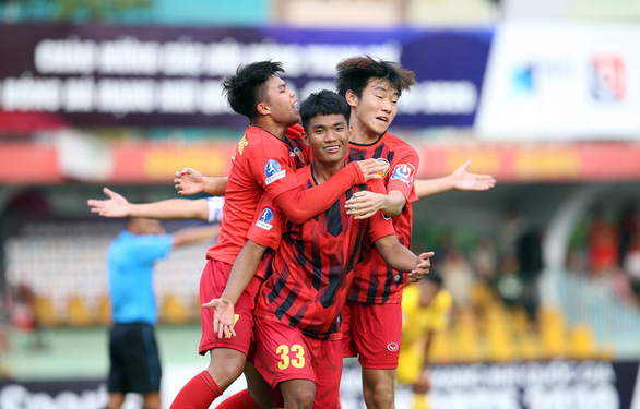 Sau màn phản ứng trọng tài, HLV Việt gửi lời đặc biệt đến bầu Đức - Ảnh 3.
