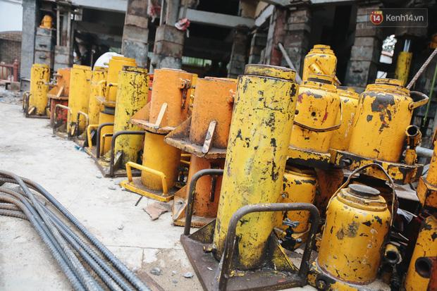 Cận cảnh căn biệt thự ngàn tấn ở phố nhà giàu Sài Gòn được thần đèn nâng cao 2m để chống ngập - Ảnh 8.