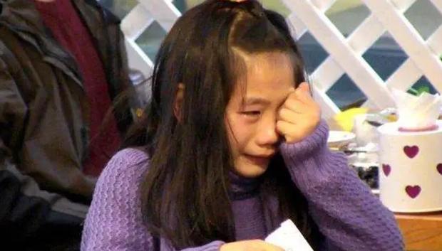 Con gái chỉ đạt 9 điểm, đọc đáp án cuối, bà mẹ sững người khi thấy 4 chữ dành cho mình - Ảnh 2.