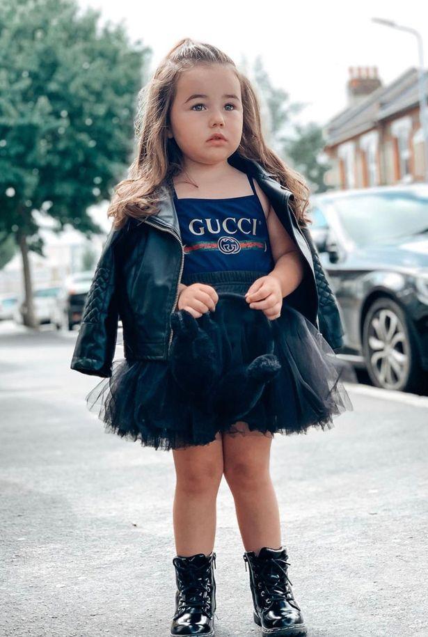 Mẹ trẻ chi hơn 600 triệu đồng sắm quần áo hàng hiệu cho con gái 3 tuổi - Ảnh 1.