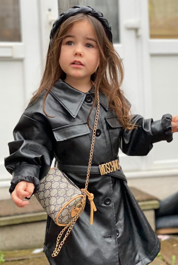 Mẹ trẻ chi hơn 600 triệu đồng sắm quần áo hàng hiệu cho con gái 3 tuổi - Ảnh 2.