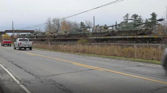 Bất ngờ rộ tin 50.000 quân Trung Quốc tập kết gần biên giới Mỹ-Canada, bị đánh bom tử thương - Ảnh 2.
