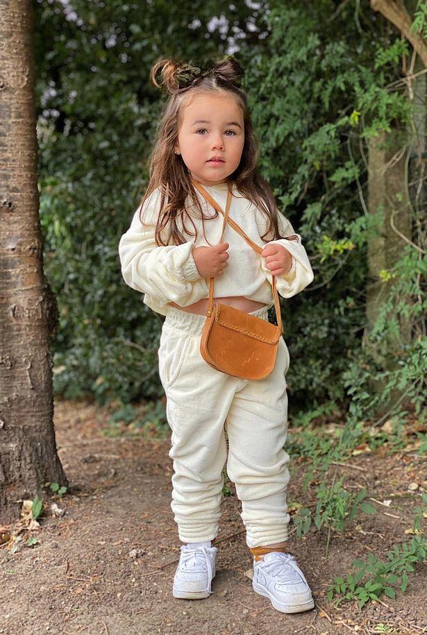 Mẹ trẻ chi hơn 600 triệu đồng sắm quần áo hàng hiệu cho con gái 3 tuổi - Ảnh 4.