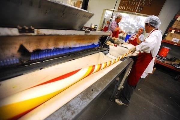 Mãn nhãn với hình ảnh bên trong nhà máy sản xuất 10 triệu cây kẹo mỗi năm - Ảnh 2.