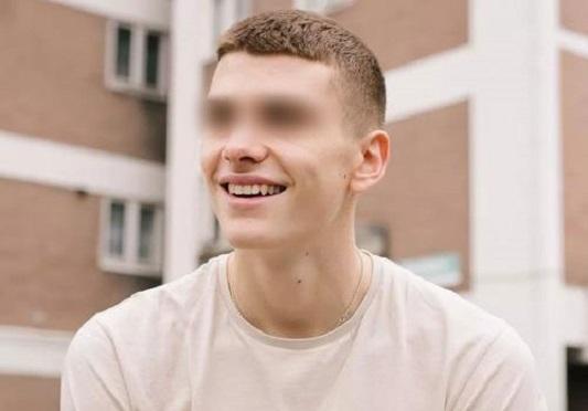 Bị giáo viên 32 tuổi ép quan hệ suốt 5 năm, nam sinh 17 tuổi muốn tự cung để trốn thoát - Ảnh 2.