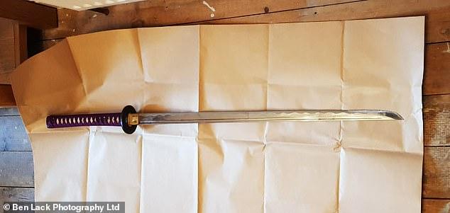 Cướp xông vào nhà đòi lấy đi chiếc Audi, vợ dùng kiếm samurai chống trả và đoạn kết khó ngờ - Ảnh 3.