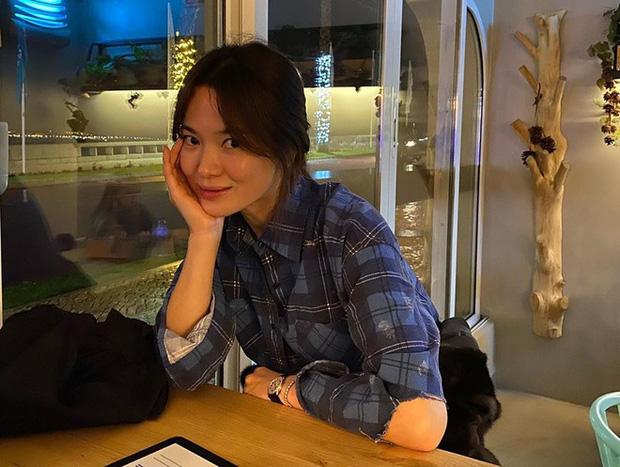 Song Hye Kyo đăng ảnh bồi hồi nhớ địa điểm đặc biệt, dân tình dậy sóng vì phát hiện điểm liên quan đến Song Joong Ki - Ảnh 3.