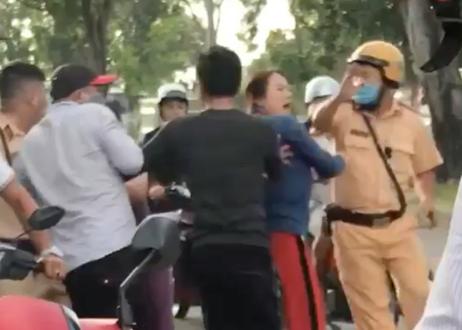 Lời khai của nhóm người vây đánh tới tấp rồi tông ngã CSGT ở Sài Gòn  - Ảnh 4.