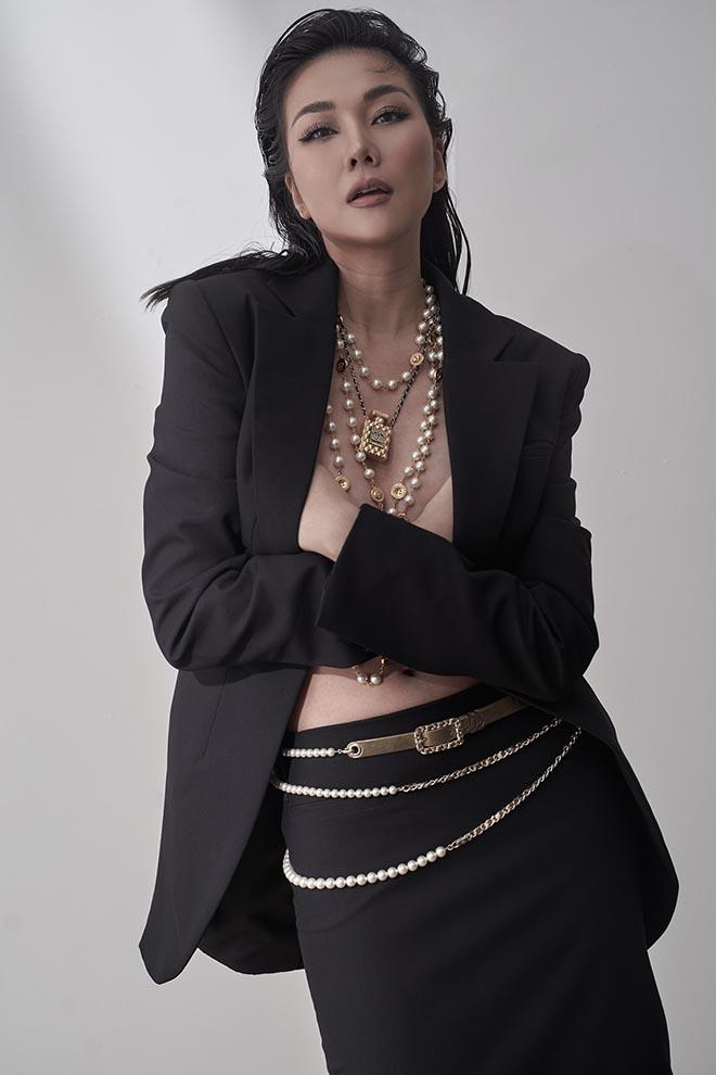 Siêu mẫu Thanh Hằng ở tuổi 37: Chưa lấy chồng, chăm khoe ảnh nóng bỏng - Ảnh 4.