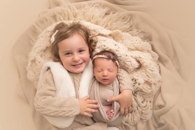 Em bé chào đời từ phôi thai đông lạnh 27 năm, phá kỷ lục thế giới - Ảnh 1.