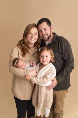 Em bé chào đời từ phôi thai đông lạnh 27 năm, phá kỷ lục thế giới - Ảnh 2.