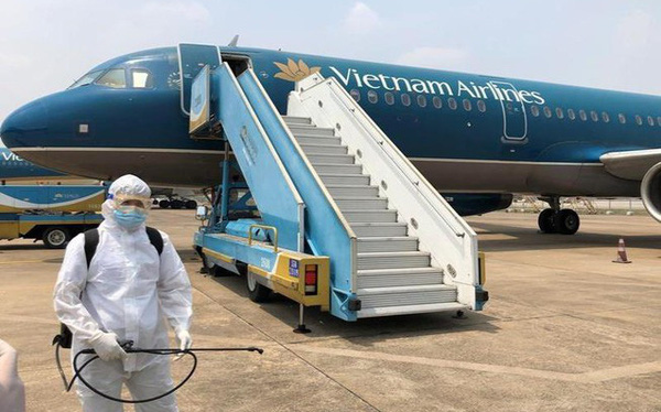Hơn 50.000 SV nghỉ học vì nam tiếp viên và giáo viên tiếng Anh; Vietnam Airlines lo hết phi công nếu cách ly đủ 14 ngày - Ảnh 1.