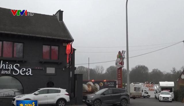 Độc đáo nhà hàng trên xe thời COVID-19 - Ảnh 1.